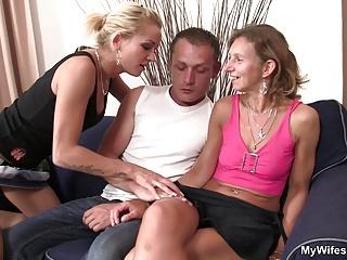 Girlfriends mamma widen legs for him